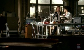 1_Fringe-1x03-The-Ghost-Network_181