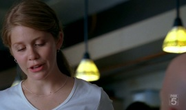 Fringe-1x04-The-Arrival_026