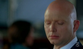 Fringe-1x04-The-Arrival_029