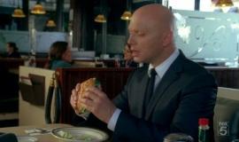 Fringe-1x04-The-Arrival_035