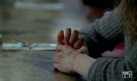 Fringe-1x06-The-Cure_023